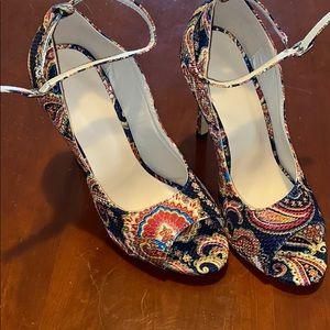 NWOT Women's Size 39 Paisley Heels